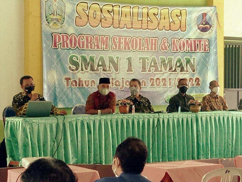 Miftahul Huda, Abdul Mujib, Nurus Shobah, Bambang Triono dan Kristyanto (dari kiri ke kanan)